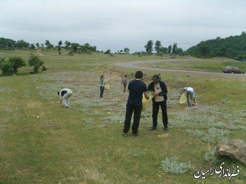 پاکسازی منطقه گردشگری النگ رامیان از زباله / گزارش تصویری