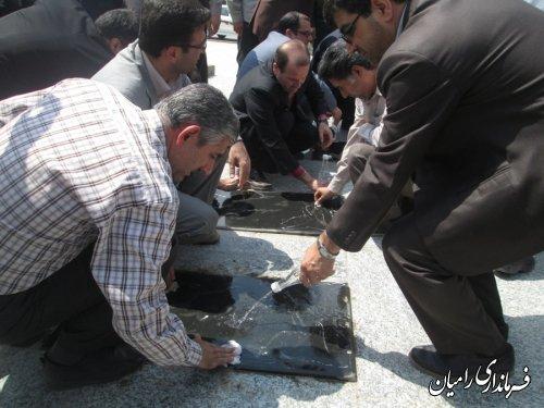 غبارروبی گلزار شهدای گمنام در اولین روز از هفته دولت