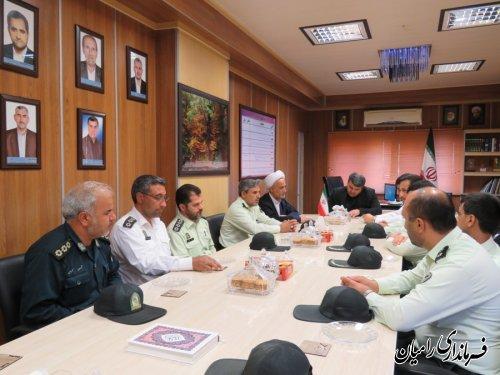 دیدارسرپرست انتظامی ، رئیس عقیدتی سیاسی و جمعی از پرسنل نیروی انتظامی با فرماندار