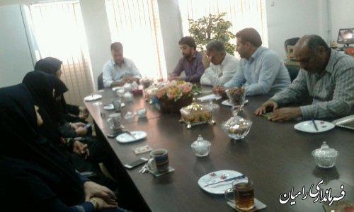 برگزاری جلسه داخلی بخشدارفندرسک باکارکنان جهت رسیدگی به مشلات اداری کارکنان