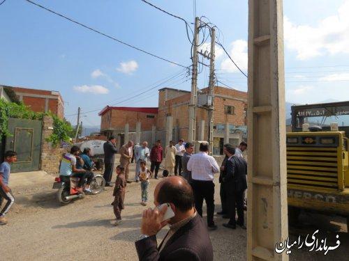 فرماندار شهرستان رامیان از روند اجرایی پروژه زیر سازی وآسفالت معابر روستای بلوچ آباد مشو بخش  فندرسک بازدید کردند