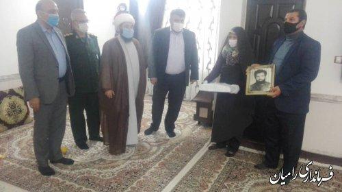 دیدار فرماندار رامیان با خانواده شهدا به مناسبت هفته بسیج
