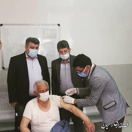 واکسیناسیون سالمندان بالای 80 سال در شهرستان رامیان انجام می شود .