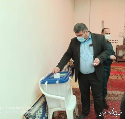 فرماندار شهرستان رامیان رای خود را به صندوق انداخت